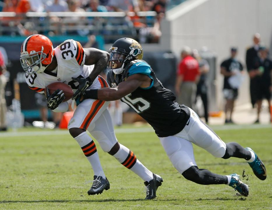 Tashaun Gipson's two interceptions highlighted performances by Cowboy Alumni in week 7. (Photo credit: AP Images)